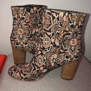 RARE HARD TO FIND Sam Edelman tapestry boot 9
